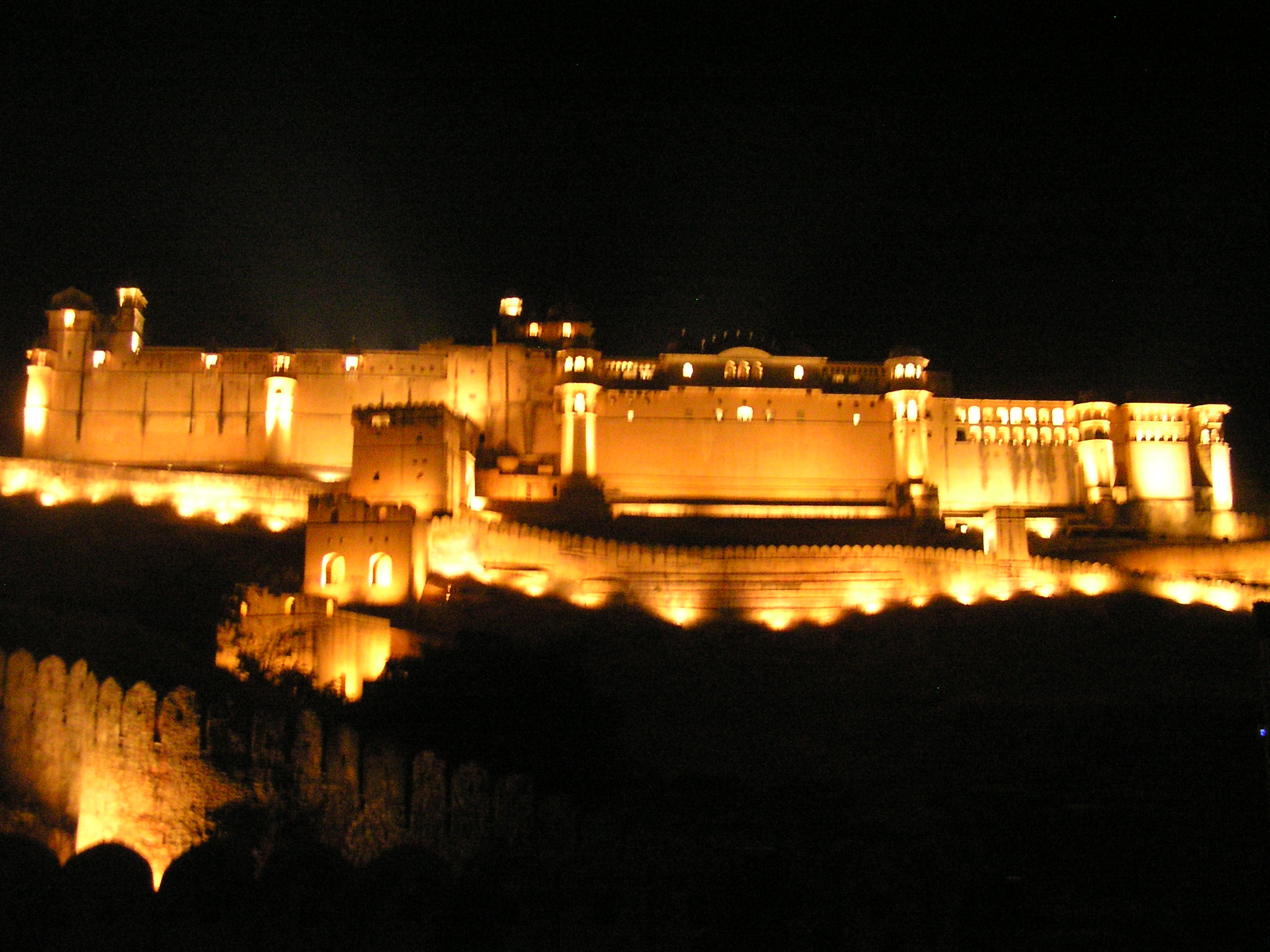 Amer fort jaipur astonishing india for Wallpaper for home walls jaipur