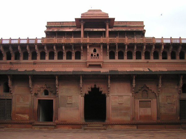 Jahangir palace inner courtyard