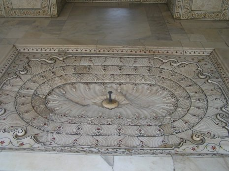 The rose water fountain on bedroom floor
