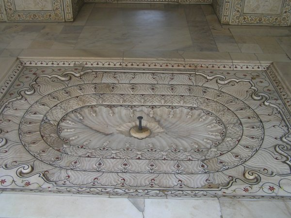 Rose water fountain in the bedroom of king