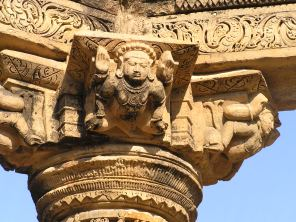 Kiradu Temple : Human figure on brackets
