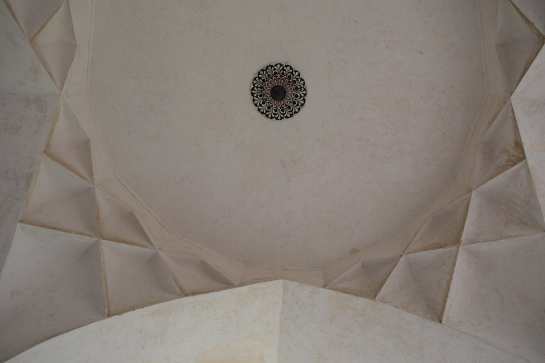 Sound echoes at the entrance Pavilion due to its construction technique of ceiling