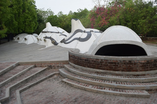 "Entrance to the cave ""Hussain Doshi Gufa"""