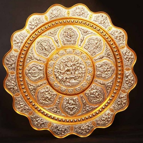 Thanjavur Art Plate (Image source: Poompuhar)